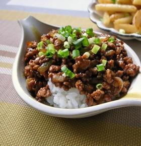 居酒屋で食べたピリ辛ひき肉納豆丼