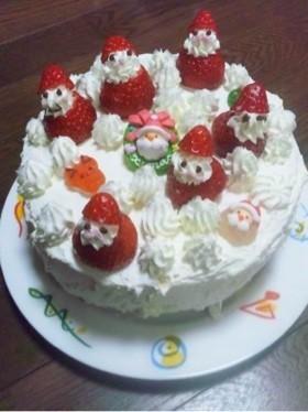 クリスマスケーキの苺のサンタデコ