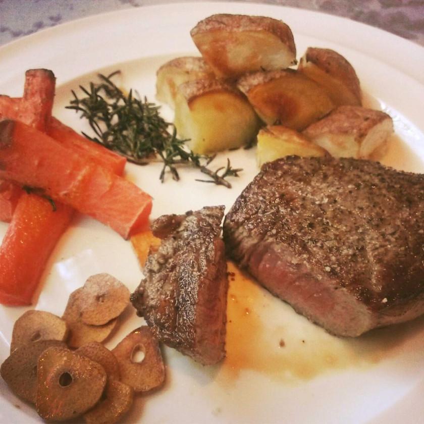 牛肉のランプステーキと野菜のオーブン焼き