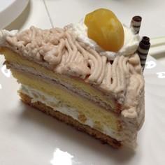 チョコクリーム入りモンブランホールケーキ