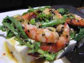 海老と春菊のピリ辛豆腐サラダ