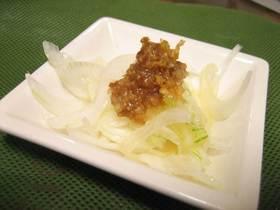 新たまねぎのかつおぶし味噌がけ簡単サラダ