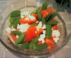 スナップエンドウとトマトのシンプルサラダ