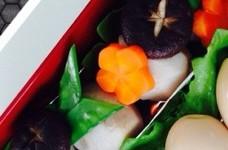 里芋と椎茸の煮物*ねじり梅人参*