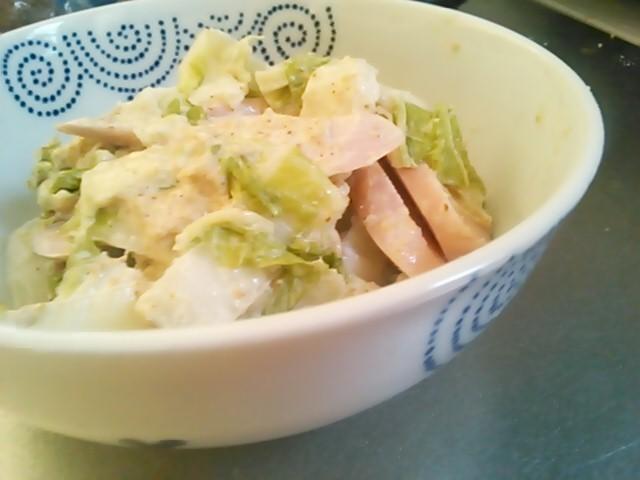 白菜とお魚ソーセージのサラダ
