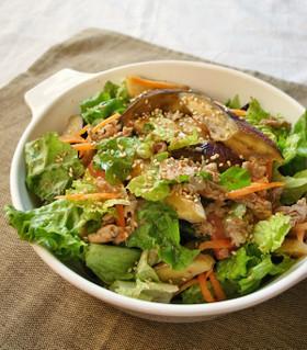 焼きナスと豚肉とレタスのご馳走サラダ