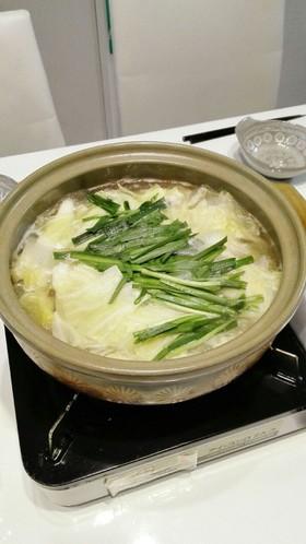 鶏肉とキャベツの鶏ガラニンニク鍋