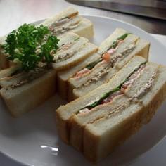 サーディンとトマトのサンドイッチ