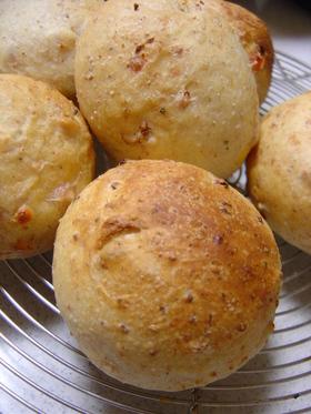 ☆ スモークチーズとソーセージのまるパン