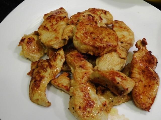 鶏ムネ肉、レモンバターでジューシーに