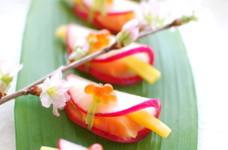 華やかおつまみ♪簡単大根と鮭の花びら餅風
