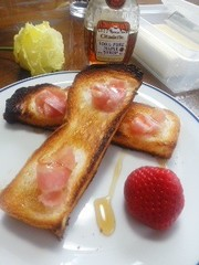 簡単朝食に☆メープルベーコントースト☆の写真