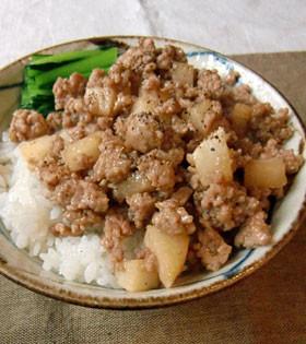 長芋シャリシャリ 豚ひき肉のそぼろ丼