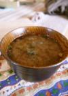 黒豆味噌汁、えのき氷と乾燥わかめ入り