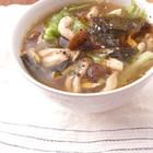 キノコとレタスのピリ辛スープ