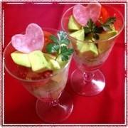 アボカドとトマトのグラスサラダの写真