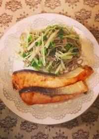 グリルサーモン〜蕎麦と水菜のサラダ添え〜
