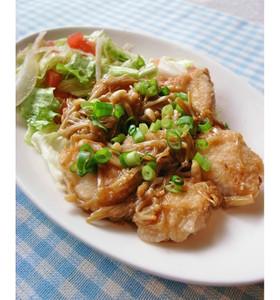 鶏むね肉のえのきソース絡め(バター醤油)