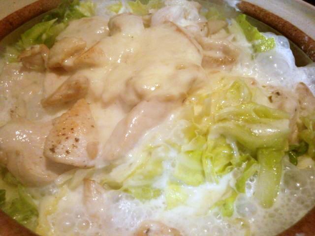 春キャベツと鶏ムネ肉のチーズ蒸し鍋~♪