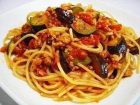 パスタ>茄子とひき肉のトマトソース
