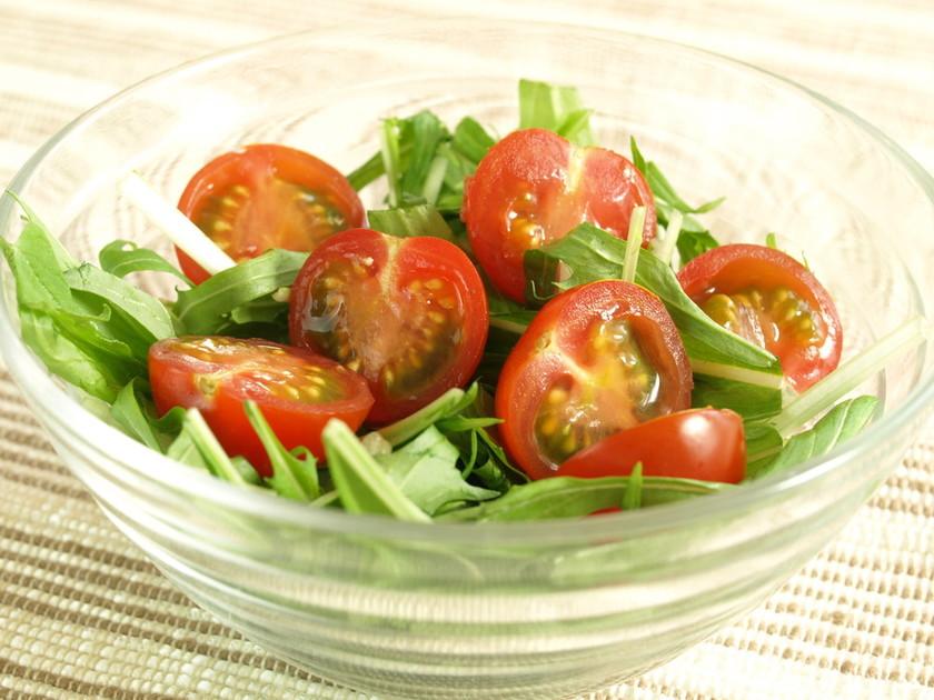 水菜とプチトマトのサラダ