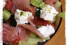 水切りヨーグルトと生ハムのサラダ