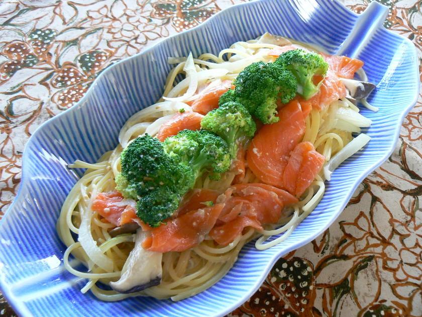 鮭とブロッコリーのクリームパスタ