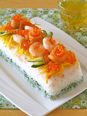 ひな祭りにジューシーカニ入り寿司ケーキ