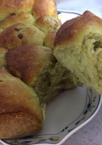 抹茶と甘納豆のちぎりパン
