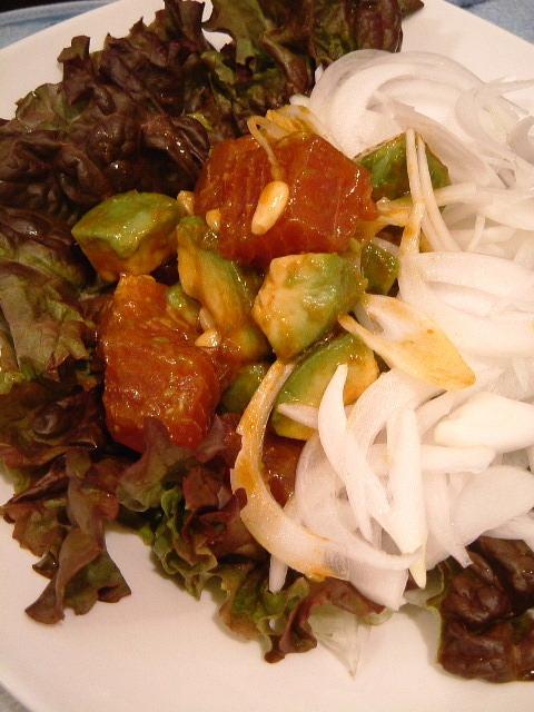 マグロとアボカドの韓国風ユッケサラダ
