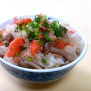 簡単!激ウマ!鮭としめじの炊き込みご飯の写真
