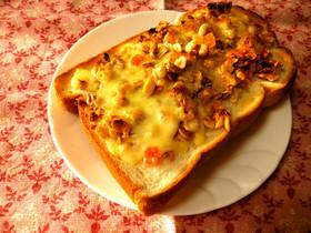 フルーツグラノーラチーズトースト。*