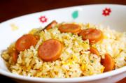 時短簡単ランチ☆卵とウインナーの炒めご飯の写真