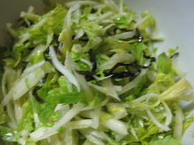 セロリと塩昆布のサラダ
