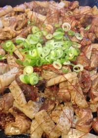 ポン酢で食べる「元祖すじこんの店」鉄板焼
