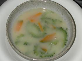 ニガウリのコンソメとろりスープ