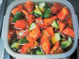 キュウリとトマトのピリ辛サラダ風