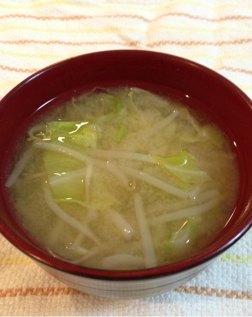 春キャベツともやしのお味噌汁☆