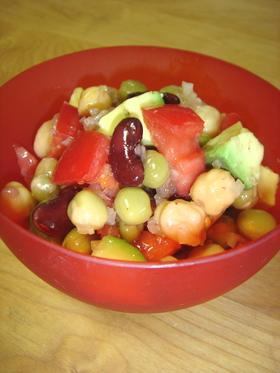 お豆とアボカドのサルササラダ