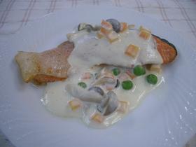 鮭のチーズソース