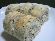 黒ごまロールケーキの写真