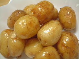 新じゃがの炒め煮(バター醤油風味)