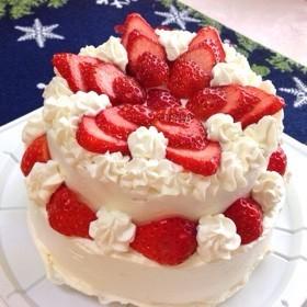 苺クリームの二段デコレーションケーキ♪