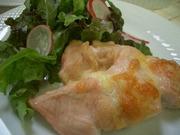 鶏胸肉のチーズ焼きの写真