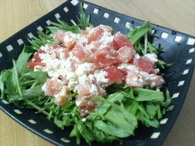 水菜とトマトのチーズサラダ