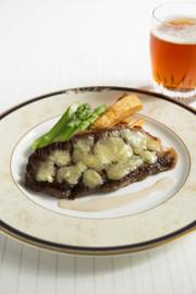 ビーフステーキ スティルトンチーズのせの写真