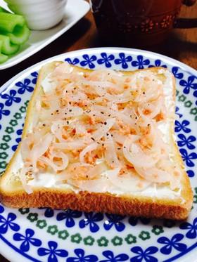 クリチた~っぷりで☆新玉と鮭フレトースト