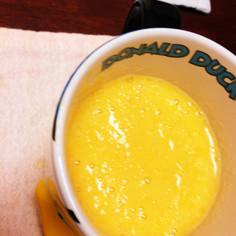 黄色い果物ジュース
