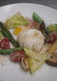 簡単ポーチドエッグと季節野菜のソテー