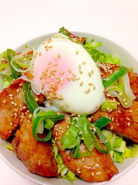 簡単!にんにく入りスタミナ豚の温玉丼♡